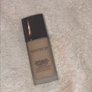 Laura Mercier Candleglow Foundation in ivory